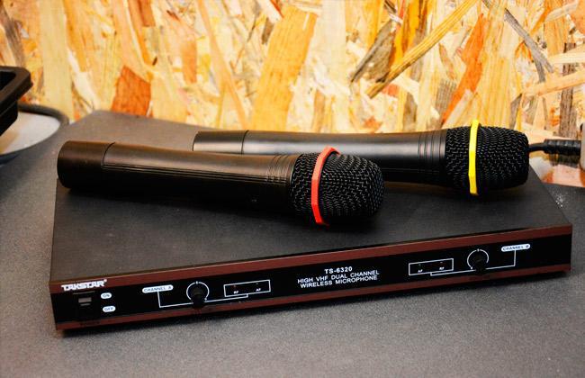Микрофон и колонки для выступления