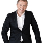 Ведущий Андрей Грачев