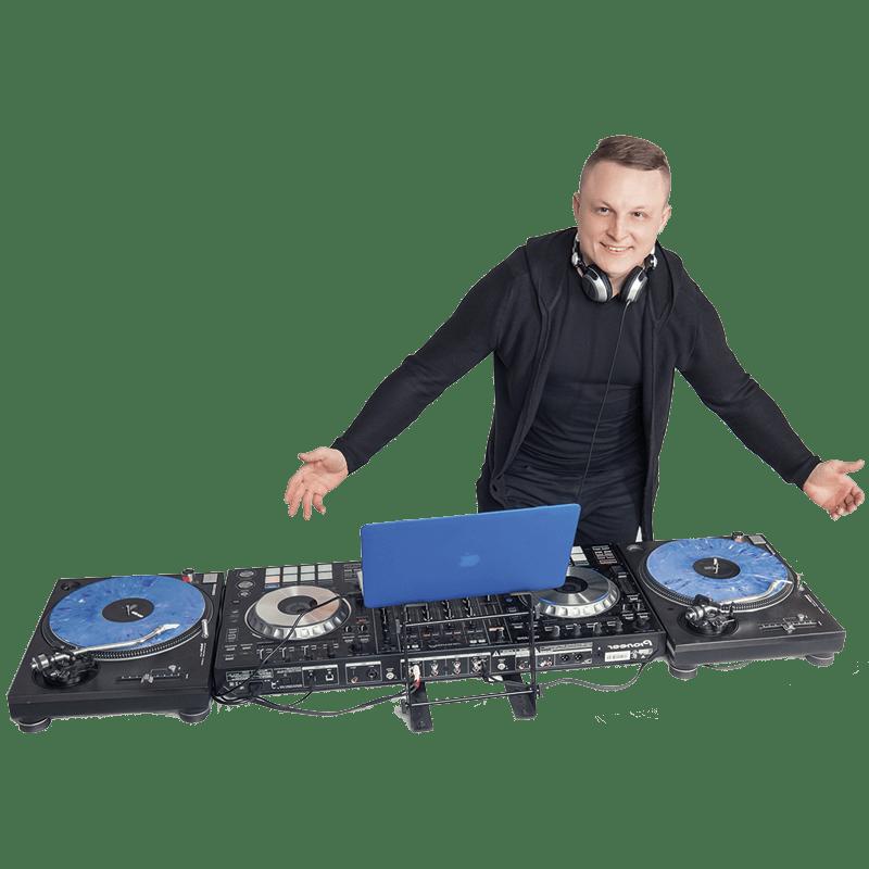 Диджей Андрей Андреев со своим оборудованием